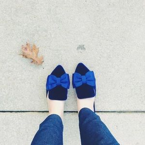 Velvet bow slip-on shoes